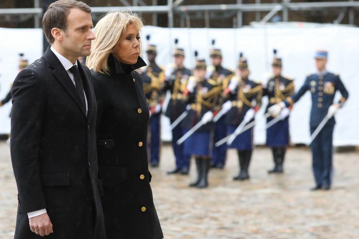 Macron lerótta a tiszteletét /Fotó: MTI