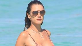 Alessandra Ambrosio w skąpym bikini. Trudno oderwać od niej wzrok
