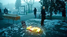 Skała: Trumna na Rynku. Ku czci ofiar smogu