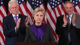 Fiolet w stroju Hillary Clinton: co oznacza ten kolor?