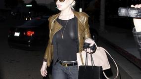 Lindsay Lohan w prześwitującej bluzce i bez stanika