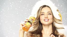 Miranda Kerr jako Mikołaj w dziwnej japońskiej reklamie