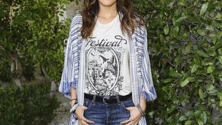 Best Look: Camilla Belle w swetrze Tory Burch i szortach Levi's