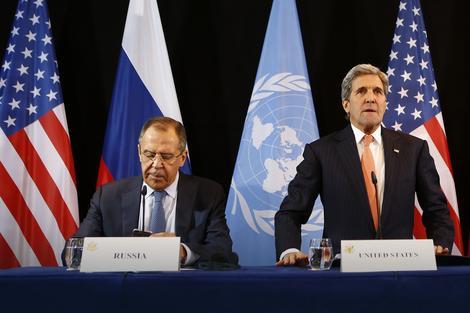 Džon Keri i Sergej Lavrov