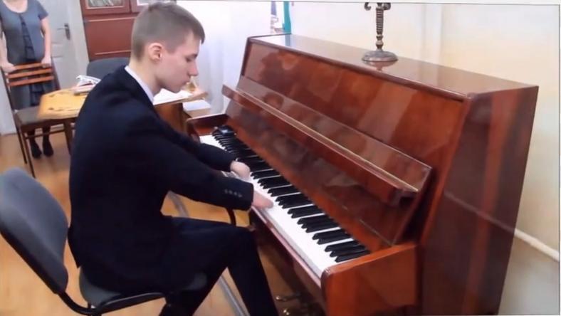 Kéz nélkül játszik a zongorista /Fotó:YouTube