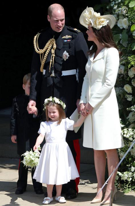 harry esküvőjén a hercegi család nagy egyetértésben.