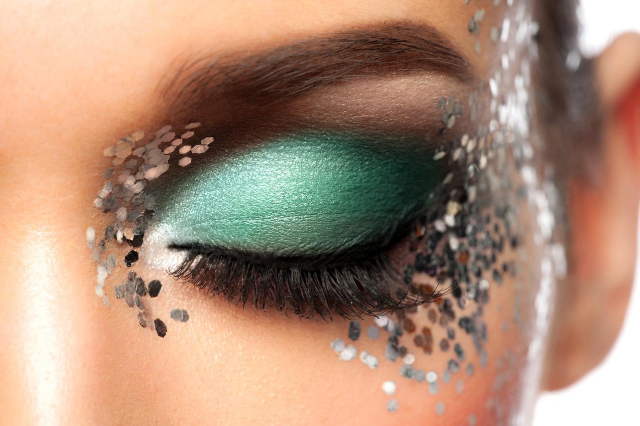 Brokat - król sylwestrowego makijażu