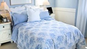 Nakrycie łóżka w odcieniach niebieskiego