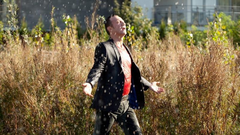 """Król życia"" - kadr z filmu (fot. Albert Zawada)"
