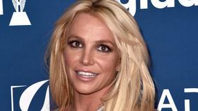 Britney Spears w ciasnej sukience opięła piersi i odsłoniła nóżki