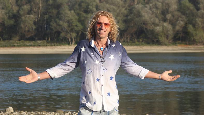 A Duna-parton forgatott új klipet Balázs Pali