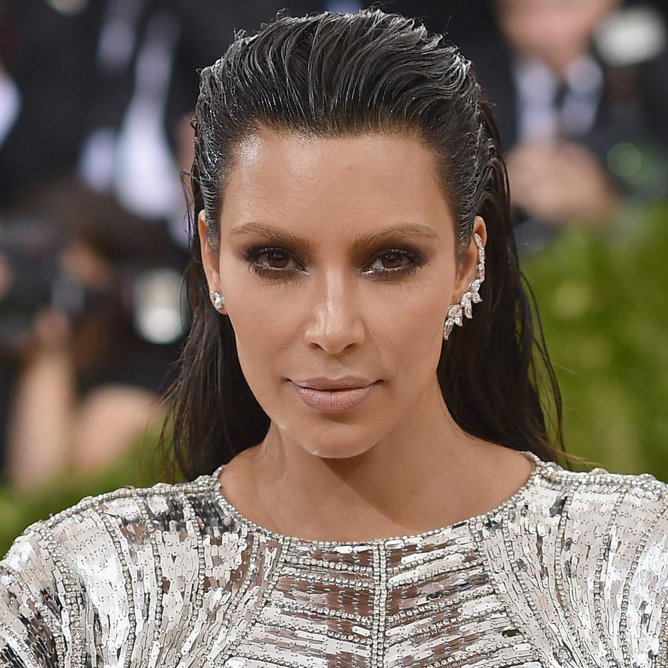 Kim Kardashian w bieliźnie God Save Queens