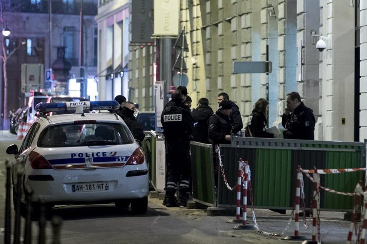 A kerületben 2014 után megerősítették a rendőrségi jelenlétet, miután a téren több ékszerboltot is kiraboltak /Fotó: MTI