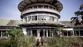 """Gbadolite - """"Wersal w dżungli"""", czyli zrujnowane pałace Mobutu Sese Seko w DR Konga"""