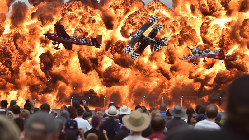 Az ausztrál Lara városa melletti Avalon reptéren bemutatott légi parádé látványos pirotechnikai bemutató is volt egyben