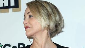 Sharon Stone z dumą prezentuje swój 59-letni dekolt. Aktorka wciąż zachwyca urodą