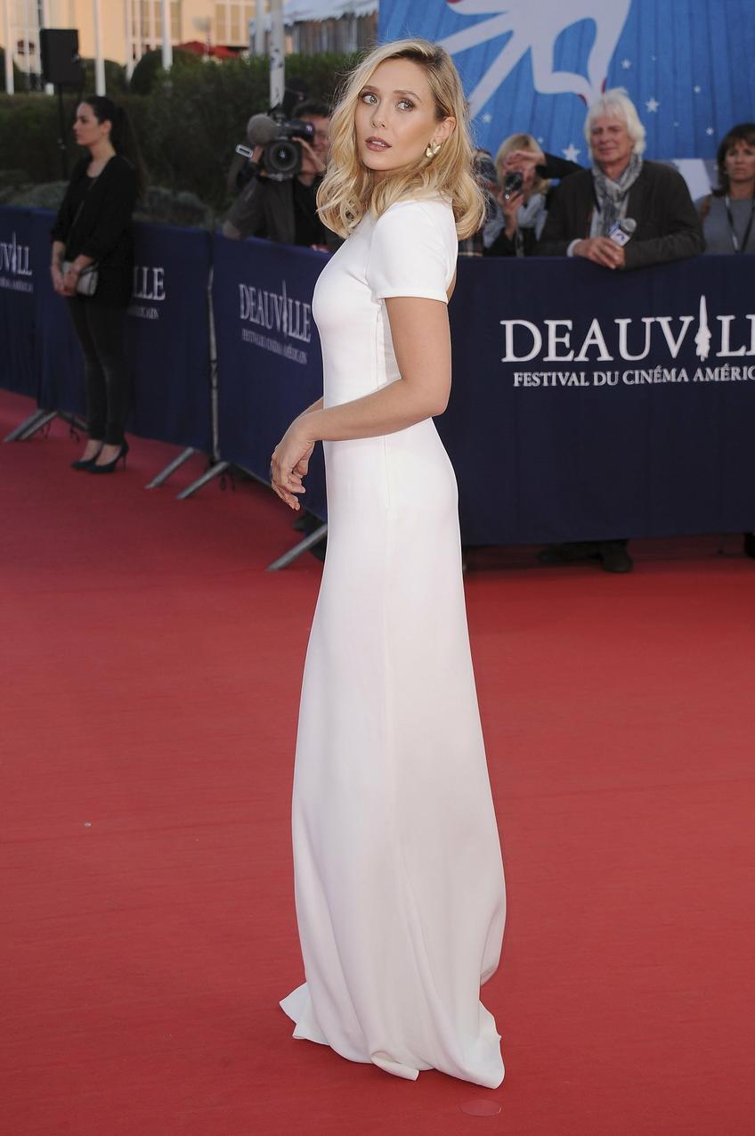 Best Look: Elizabeth Olsen w białej sukni Calvin Klein Collection