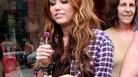 Miley Cyrus coraz bardziej kobieca