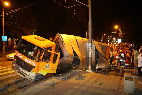 """Nesreća koju je izazvao vozač kamiona """"Gradske čistoće"""""""