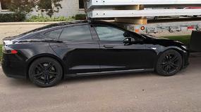 Tesla poprawia błędy w zdalnym sterowaniu