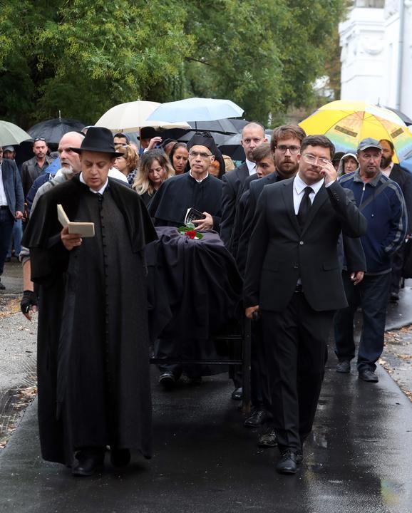 Sírhelyéhez viszik a koporsóját /Fotó: Isza Ferenc