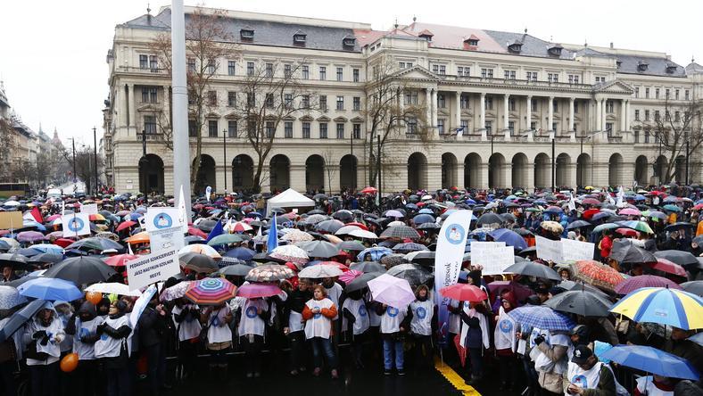 A pedagógusok mellett már a szülők is csatlakoznak a sztrájkhoz /Fotó: Fuszek Gábor