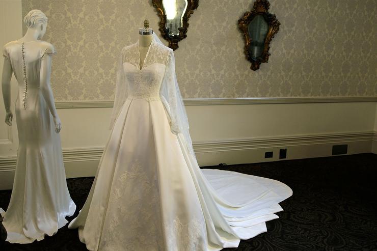 атласные платья с кружевом свадебные