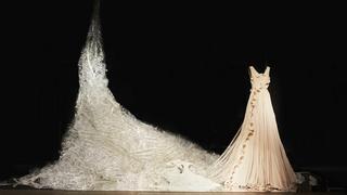 Sukienka z plastikowych odpadów