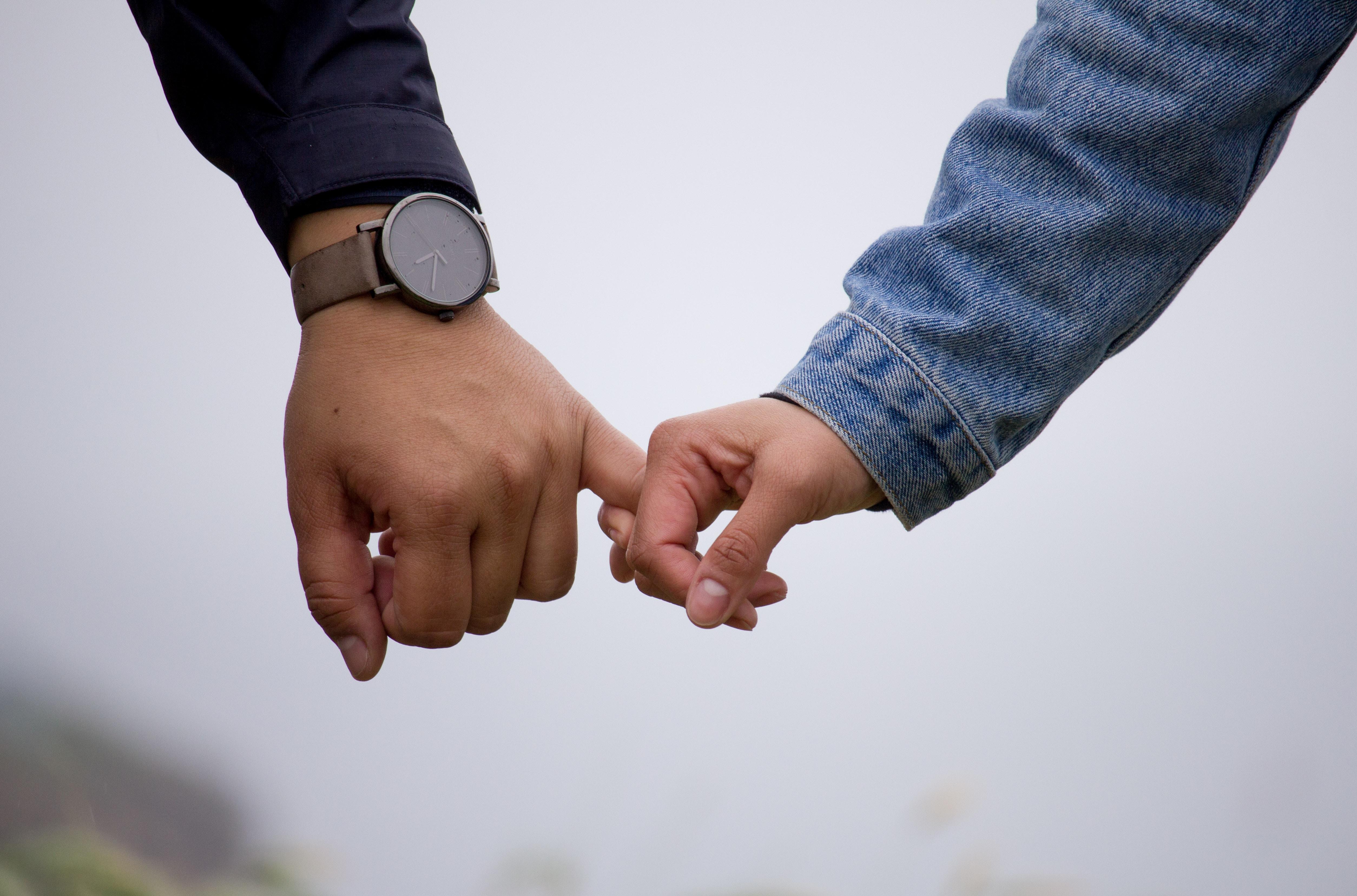 Kobietą jest jakie zainteresowany facet wysyła sygnały gdy Jak mężczyzna