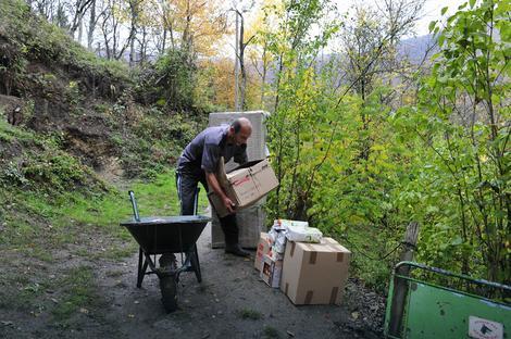Do kuće Todorovića kolica su jedino prevozno sredstvo