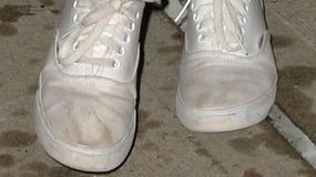 Niedbałe gwiazdy: zabrudzone buty, brak makijażu, rozczochrane włosy