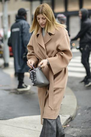 Must have: beżowy płaszcz