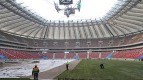 Układanie murawy na Stadionie Narodowym