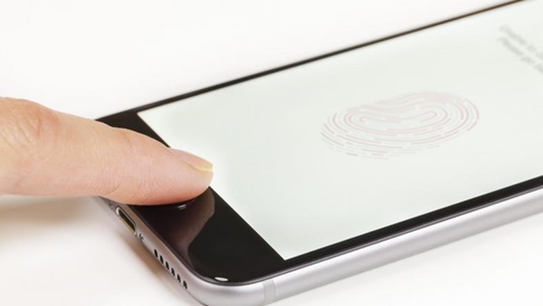Azon telefonokat veszélyezteti ez a probléma, amelyek főgombja egyben ujjlenyomat olvasó is /Fotó: Northfoto