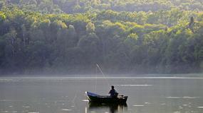 Wędkowanie dla amatorów - zapłać i złów rybę; komercyjne łowiska na Warmii i Mazurach