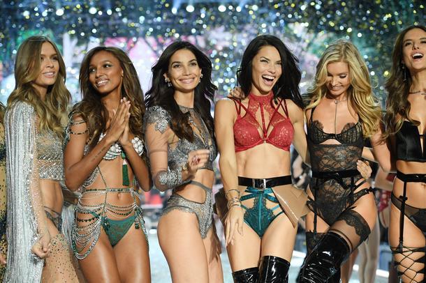 Aniołki Victoria's Secret śpiewają hit Bruno Marsa