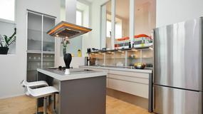Przestrzenny salon połączony z kuchnią