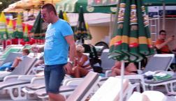 EKSKLUZIVNI SNIMCI Evo šta Vlado Georgiev radi na plaži! (Video)