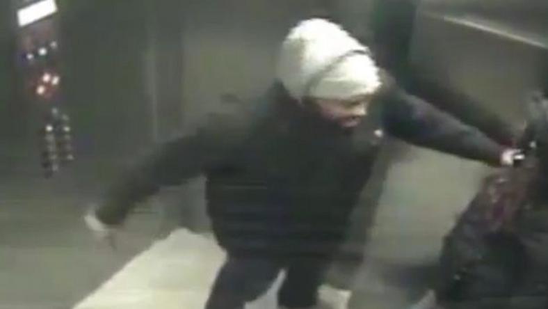 A rabló kést rántott, majd amikor a nő ellenállt, többször szúrt a késével. /Fotó: YouTube