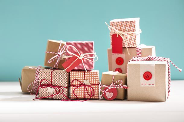 5 pomysłów na pakowanie świątecznych prezentów