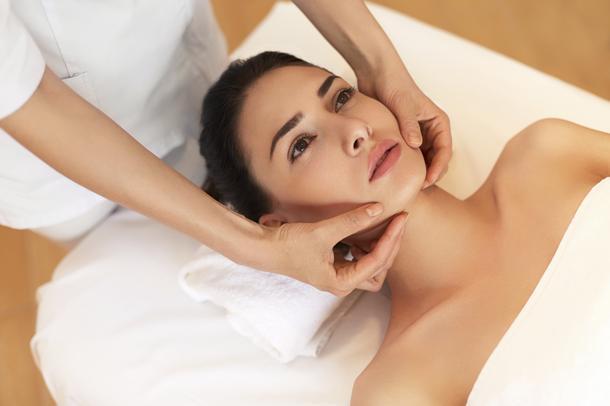 Sztuka masażu twarzy