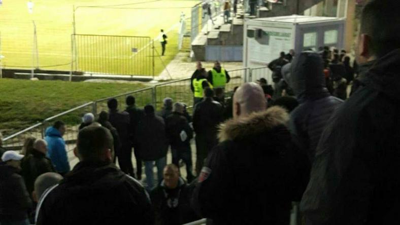 Csak néhány szurkoló jutott be a stadionba /Fotó: Viola Fidelity-Facebook