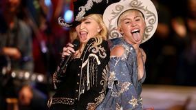 """Miley Curus z zadziwiającym rekwiztyem i Madonną na koncercie """"MTV Unplugged"""""""