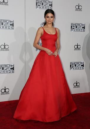 Must have: czerwona sukienka