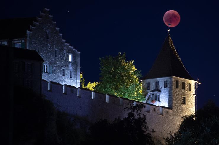 A svájci Neuhausenben is gyönyörű látvány tárult az emberek szeme elé /Fotó: MTI/EPA-Melanie Duchene
