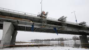 Prace przy budowie kładki pieszo-rowerowej na Moście Łazienkowskim