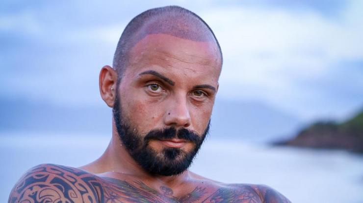 Krisztián (30), fodrász:Megvédi, ami az  övé, harcba megy  másokkal szemben. Retteg a sötétségtől és a magasságtól, szeretné a műsorban bebizonyítani, hogy  egy extrém ember  is szerethet/Fotó: RTL Klub