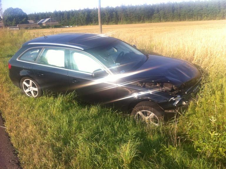 Rozbity samochód Łukasza Płoszajskiego