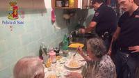 Wzruszający gest policjantów. To zrobili dla staruszków