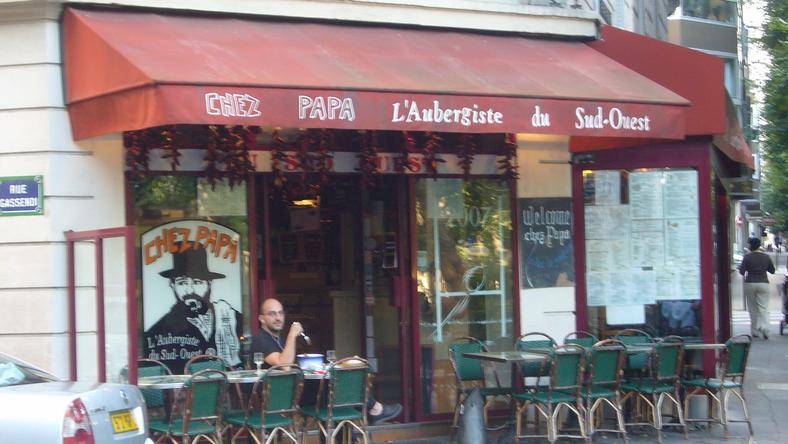 A fegyverek a Bastille negyedben léő Chez Papa étteremnél dördültek el